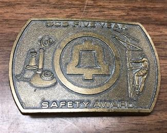 https://www.ebay.com/itm/124330031207	LX2095: ATT / South Central Bell Safety Award 5 Years Belt Buckle 		 Buy-IT-Now 	 $19.99