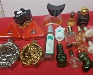 https://www.ebay.com/itm/124390005284	LX3035 LOT OF 17 USED VINTAGE PERFUME & COLOGNE BOTTLES SOME WITH PRODUCT		 OBO 	 $22.99