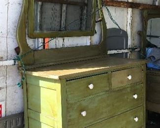 https://www.ebay.com/itm/124467026378	LAR1016 Primitive Distressed 4 Drawer Chest with Mirror Pickup Only		 OBO 	 $95.00