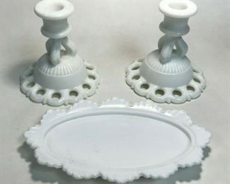 https://www.ebay.com/itm/124444325843	WL221 Vintage Doric Milk Glass Candle Holders 2 Lace Edge AND 2 butter dish		 Buy-it-Now 	 $30.00