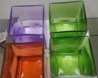 https://www.ebay.com/itm/114317825273	WL3043A SET OF FOUR 4X5 INCH GLASS VASES (two have small chips) $20.00		 Buy-it-Now 	 $20.00