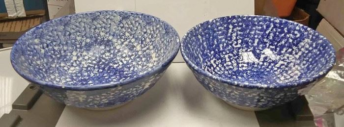 https://www.ebay.com/itm/124270014675	WL3061 USED VINTAGE SET OF TWO BLUE & WHITE POTTERY MIXING BOWLS BY ROMA. MADE I		 Buy-it-Now 	 $20.00