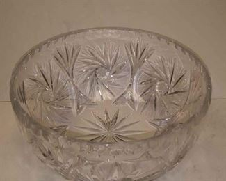 https://www.ebay.com/itm/124270042383	WL3070 USED VINTAGE CRYSTAL GLASS BOWL. 4 X 7 1/2 INCHES WL3 BOX 6		 Buy-it-Now 	 $10.00
