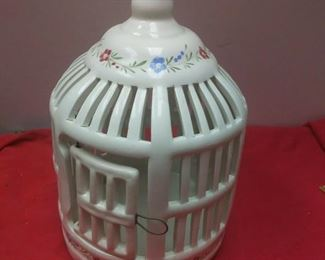 https://www.ebay.com/itm/114403187597	WL3104 VINTAGE DECORATIVE WHITE CERAMIC BIRD CAGE WITH PAINTED FLOWERS 		 Buy-it-Now 	 $23.00