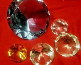 https://www.ebay.com/itm/114426953556	WL3112 LOT OF FIVE CUT FACETED CRYSTAL GLASS ROUND PAPER WEIGHTS		 Buy-it-Now 	 $20.00