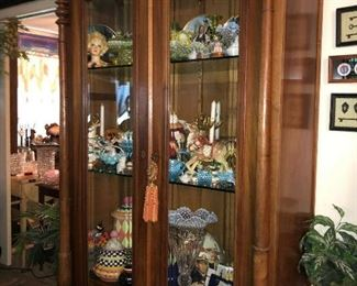 https://www.ebay.com/itm/124279265611	WL5010: Oak Glass Front Display Cabinet with Glass Shelves Local Pickup		 Buy-it-Now 	 $1,200.00