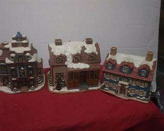 https://www.ebay.com/itm/124474294775	GN3129 LOT OF THREE USED VINTAGE CERAMIC FELTON COLONIAL VILLAGE BUILDINGS		 Buy-it-Now 	 $55.00