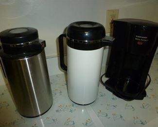 Coffee / beverage servers