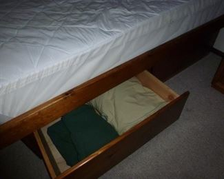 Bed / mattress with storage drawers