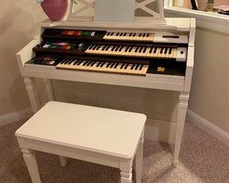 $250. Orbit Synthesizer keyboard. Model #D-40-Wurlitzer Organ. Measures 45Lx24Wx38H.
