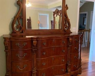 Pulaski Mahogany Edwardian Serpentine Oversized Chest of Drawers with Attached Mirror