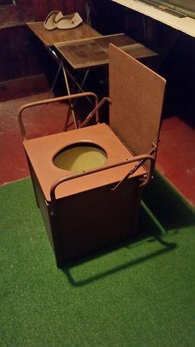 Commode toilet
