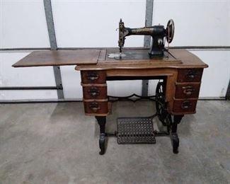White Rotary Sewing Machine/Cabinet