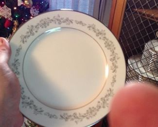 Noritake China 12+ , 7 piece place settings, 2 serving bowls, platter and sugar and creamer. Excellent condition