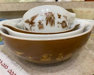 Early American Pyrex bowls, set of 4