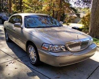 2009 Lincoln Continental Carl Limited Series excellent condition under 100,000 miles one owner