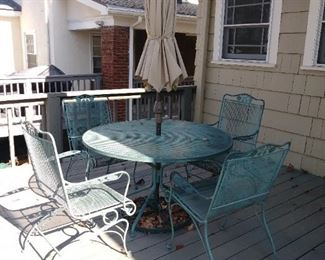 Outdoor wr iron table & 4 chairs