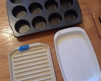 Muffin pan, microwave, and corning ware