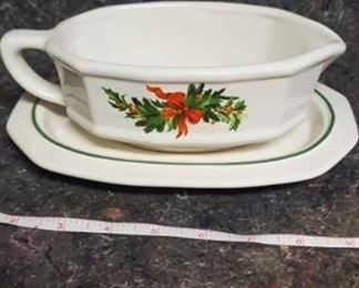 1991 Pfaltzgraff Christmas Heritage Gravy Boat With Saucer In Box 12-433
