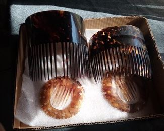 VERY LARGE ANTIQUE TORTOISE SHELL COLOR HAIR PIECE COMBS