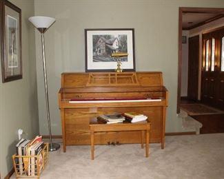 Yamaha Oak M302 Piano Bench, Sheet Music, Music Books