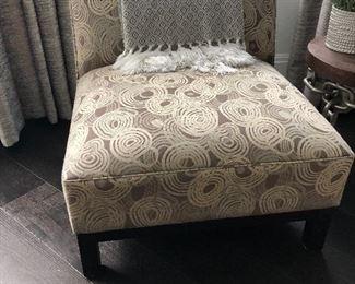 Fabric Gray swirl pattern occasional chair