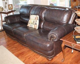 Very nice and comfy leather sofa