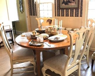 Round pine table 4 chairs