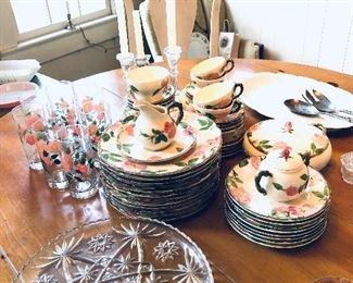 set of Desert Rose Franciscan ware, set of Desert Rose glasses
