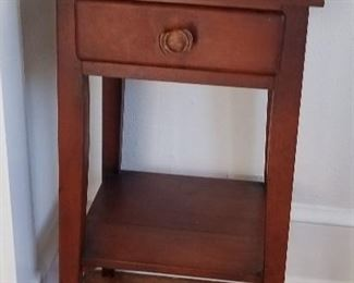Shaker End Stand with shelf