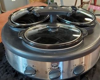 229GE Three Casserole Crock Pot