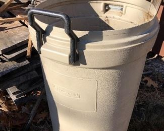 #63) $6 - Rubbermade Trash Can