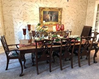 Henredon Dining table with two leaves, 6 side chairs, 2 arm chairs, table pad covers.