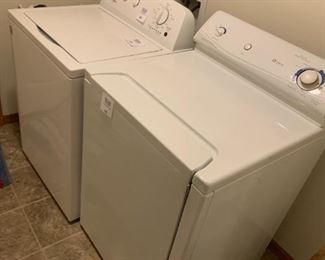 Less than 1 year old Whirlpool Washer and Maytag electric Dryer EXCELLENT LIGHTLY USED!