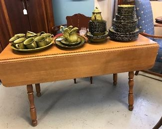 Love this Maple Tel City Harvest table.  Not to mention this great Avocado Green vintage Poppy Trail Ironstone.
