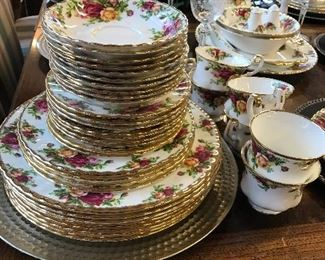 """No Discount.Royal Albert """"Old Country Rose"""". Incredible accessories"""