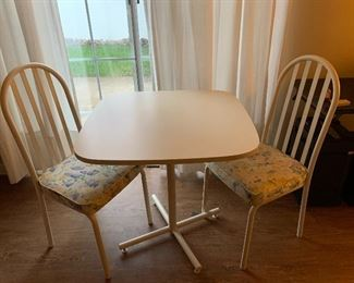 White table with 2 Metal chairs