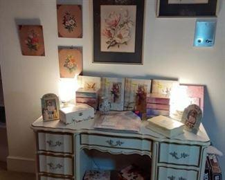 desk and frames