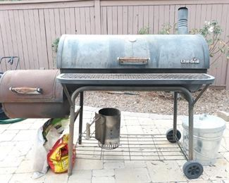 CharBroil charcoal smoker grill