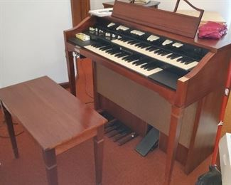Church organ with bench and speaker $300 obo selling NOW