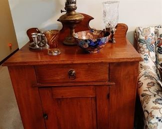 1800s Early American Wash Stand