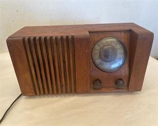 1946 Olympic Tube Radio