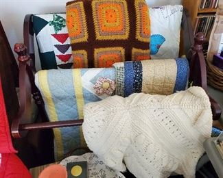 LOTS OF QUILTS AND QUILT RACKS