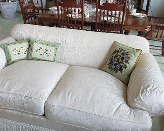 Kravat love seat