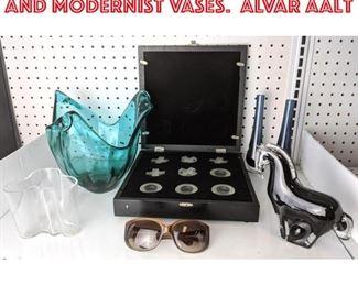 Lot 2463 Art glass, Tic tac toe and Modernist vases. Alvar Aalt