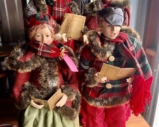Gorgeous carolers.