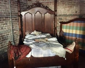 Alabama half-tester bed - about 1850 - in great condition - loads of linen