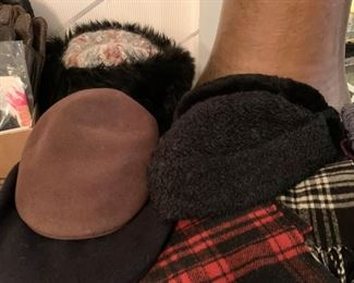 Outerwear - Hats & Scarves
