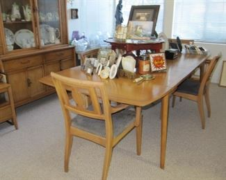 Available NOW! $595 Drexel Meridian dining table with six chairs and pads -(water mark on table)