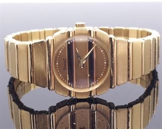 Sophisticated 18k Piaget Polo Quartz Watch, Round Champagne Dial